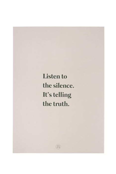 Zusss A4 poster listen to the silence zand